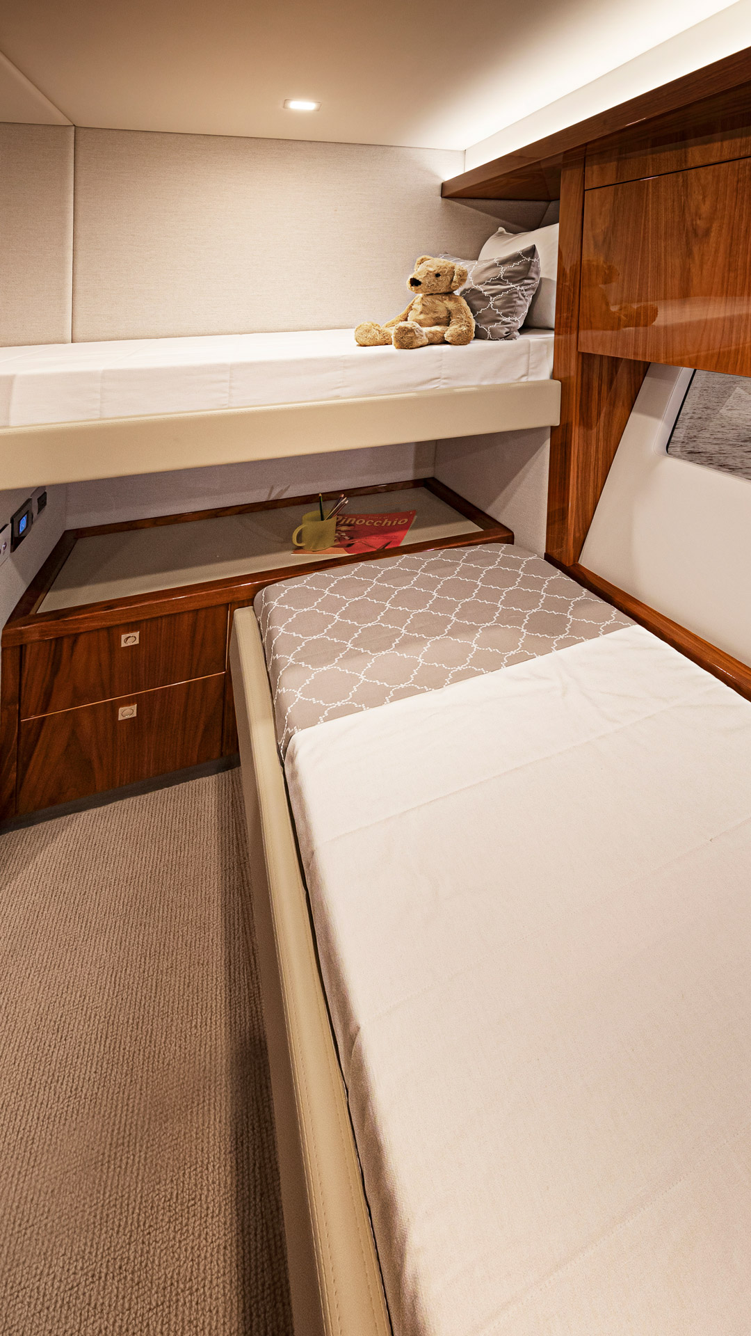 Riviera 72 Sports Motor Yacht Starboard Stateroom 02