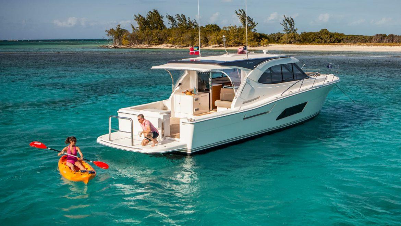 Riviera 445 SUV Anchored 05